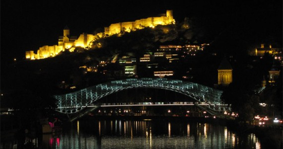 Peace_Bridge_at_Night_(Tbilisi)-1
